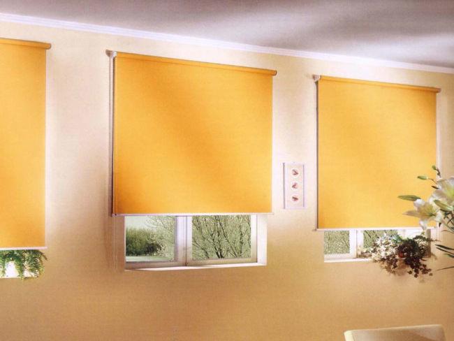 Желтые-рулонные-шторы-1024x768