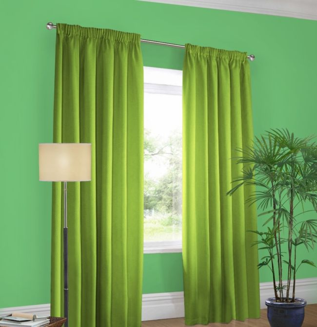Green walls-pistachio curtains