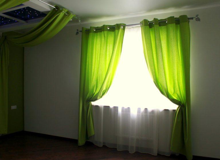 Дизайн шторы для зеленой кухни