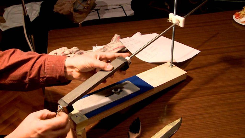Как сделать приспособление для заточки ножей своими руками