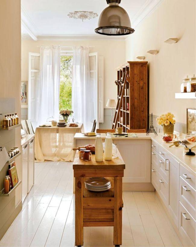 Белые-шторы-в-интерьере-кухни-столовой-в-стиле-прованс